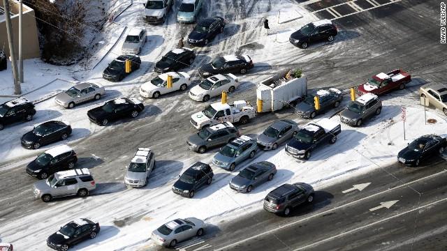 snow in atlanta traffic jam